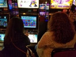 mo-and-mom-gambling-penguins