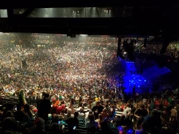 phish-crowd-lights-up